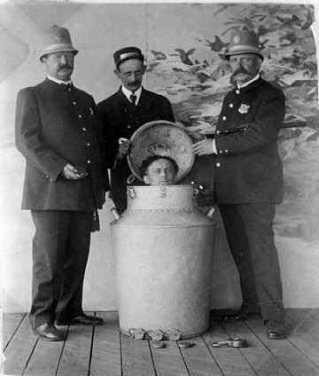 houdini-milk-can